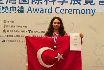 Türk Lise Öğrencisi Alara'nın Geliştirdiği Robot Dünya İkincisi Oldu!